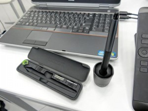 Cintiq13HD付属のペンとケース